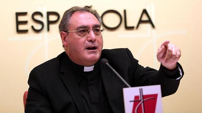 Gil Tamayo manifestó «el dolor y pesar» de los obispos españoles por el presunto caso de abuso sexual en Granada