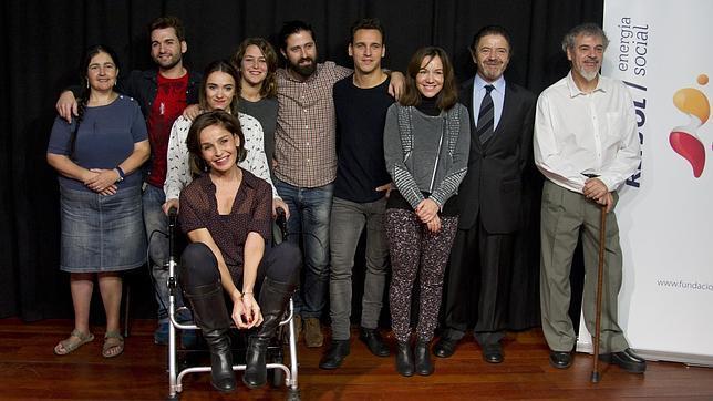 Blanca Marsillach, con los actores, el director y los responsables de la producción