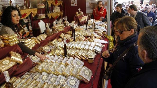 La Feria de Navidad de Jijona abre sus puertas con 77 expositores y espera  la llegada de 50.000 visitantes