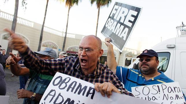 Opositores anticastristas protestan en Miami contra la decisión aperturista de Obama hacia Cuba