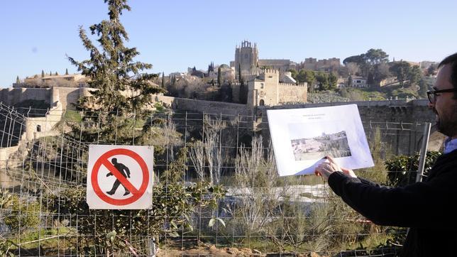 Diego Arija muestra a ABC el lugar exacto por donde discurrirá la tirolilna, muy cerca del puente
