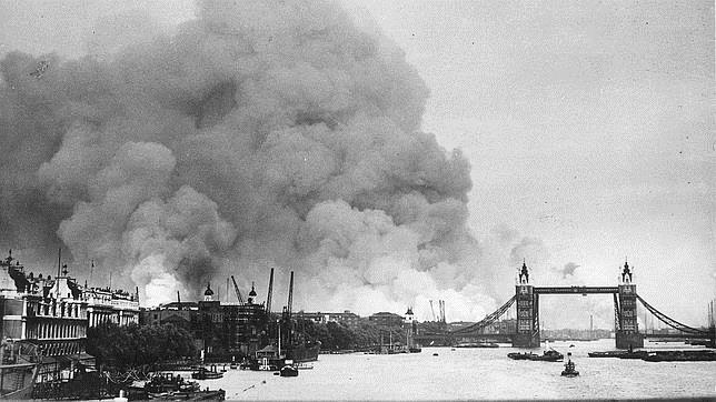 Fuego desatado por el bombardeo del 7 de septiembre de 1940