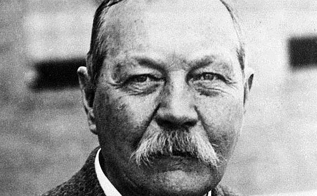 Sir Arthur Conan Doyle, autor y creador de Sherlock Holmes
