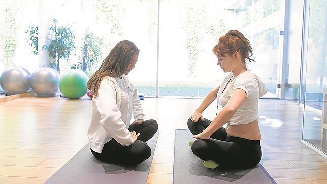 Esta postura, llamada hestia, actúa sobre el suelo pélvico y el abdomen