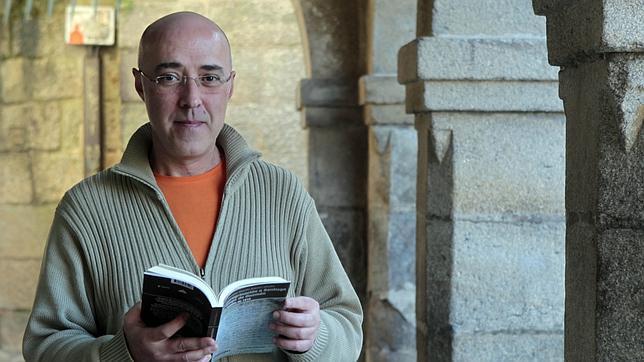 Julio Vázquez, profesor de la USC, que ha estudiado el diario inédito de Diego de Guzmán