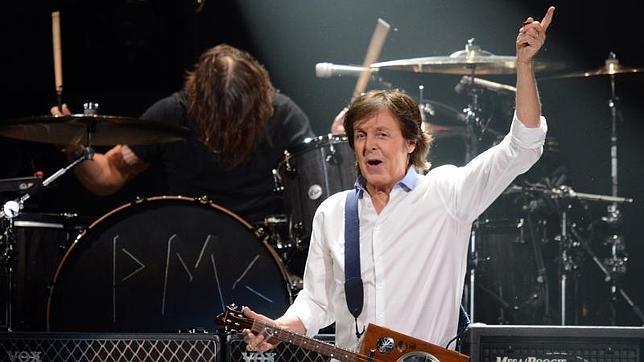 Paul McCartney durante un concierto