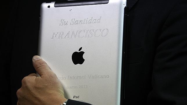 El dispositivo era un instrumento de trabajo diario del Papa, regalado a un arzobispo uruguayo que a su vez lo ha cedido