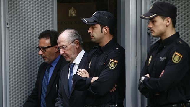 Rodrigo Rato saliendo de la Audiencia Nacional