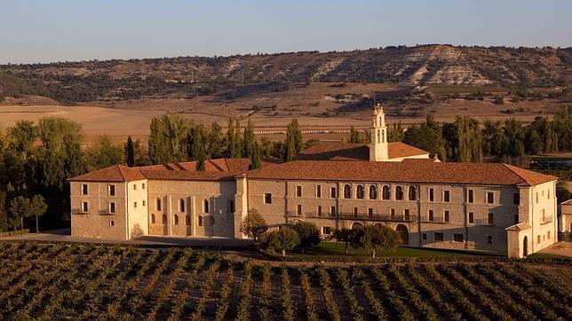 Los viñedos rodean el Abadía Retuerta Le Domaine