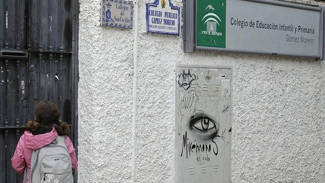 En 2010 se detectó un brote de sarampión en el colegio Gómez Moreno del barrio granadino de Albaicín, donde un juez obligóa  vacunar a 35 niños queno estaban inmunizados