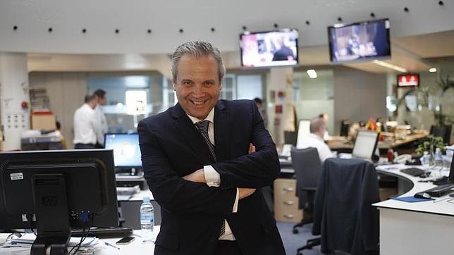 Antonio Miguel Carmona, en la redacción de ABC
