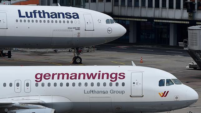 Un avión de Lufthansa, la matriz, junto a otro de Germanwings