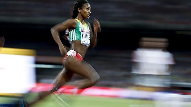 Genzebe Dibaba en la semifinal de los 1.500 metros del Mundial de Pekín