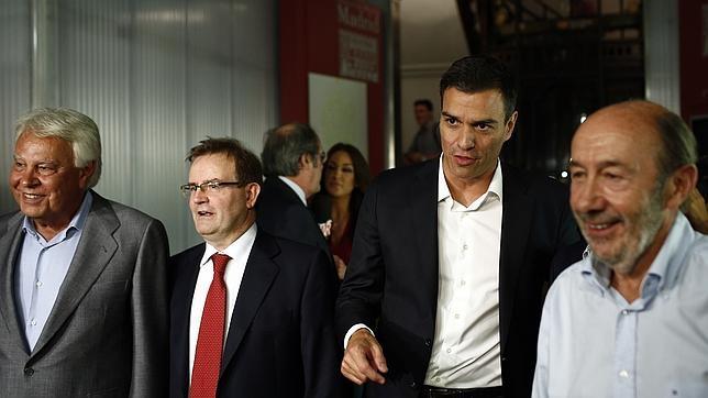 Felipe Gonzalez junto a Alfredo Perez Rubalcaba y Pedro Sanchez en la presentación de la Plataforma La Tercera Via