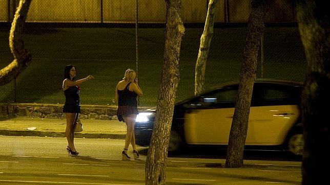 Dos mujeres ejercen la prostitución en Barcelona
