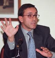 José Manuel Hesse, director del aeropuerto, explicaba ayer el balance del año. Daniel G. López