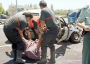 Los bomberos rescatan el cadáver de un conductor en Benicasim. Pau Bellido