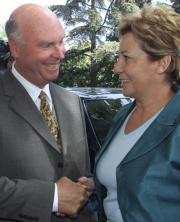 Javier PrietoCelia Villalobos y Craig Venter, durante su encuentro ayer en El Escorial