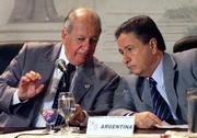 El presidente de Chile Ricardo Lagos juntoa al de Argentina Eduardo Duhalde en el transcurso de la Cumbre