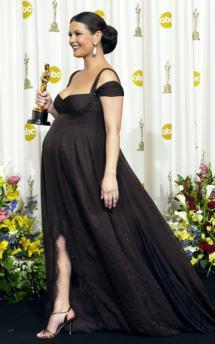 Zeta-Jones con premamá VersaceREUTERS