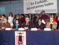 Fernando Savater, María del Carmen de las Heras, Mikel Buesa, Mikel Azumendi y José María Calleja, miembros del Foro de Ermua, durante la presentación hoy