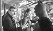 Chris Nolan dirige a Christian Bale en presencia de Katie Holmes