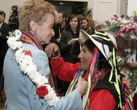 """La vicepresidenta del Gobierno, María Teresa Fernández de la Vega, durante el acto conmemorativo del """"Día del Indígena de Bolivia"""". /EFE"""