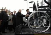 YOLANDA CARDO  El presidente catalán, José Montilla, y Fornesa  inauguraron ayer un programa de acción social de La Caixa