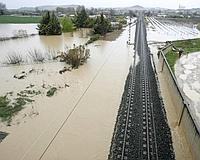 Carreteras interrumpidas por el agua en Tafalla (Navarra). / EFE