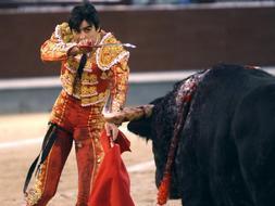 La sangre ardiente de Perera engrandece su gesta y el toreo