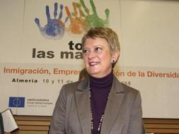 La secretaria de Estado de Inmigracion y Emigracion, Consuelo Rumí, durante la clausura del congreso celebrado en Roquetas de Mar (Almería). /Efe