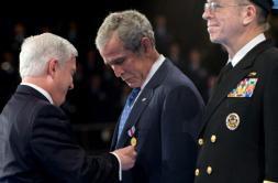 Bush se olvida de Aznar al condecorar a sus grandes aliados internacionales