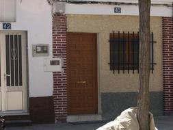 El matrimonio rumano detenido llevaba unos meses viviendo en la calle El Caño 40 de Nava del Rey , tras pasar un tiempo residiendo en Medina del Campo./ Efe