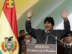 Evo Morales instantes después de promulgar la ley. / Reuters