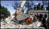 AP Equipos de rescate chinos y brasileños trabajan sobre un edificio derruído