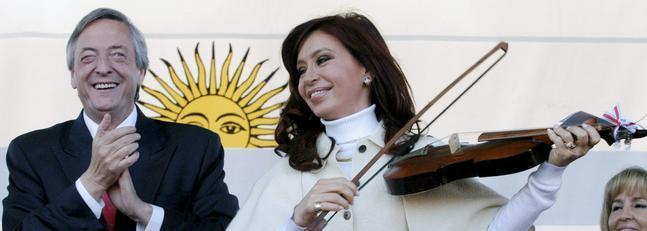 Vuelven a denunciar a los Kirchner por enriquecimiento ilícito