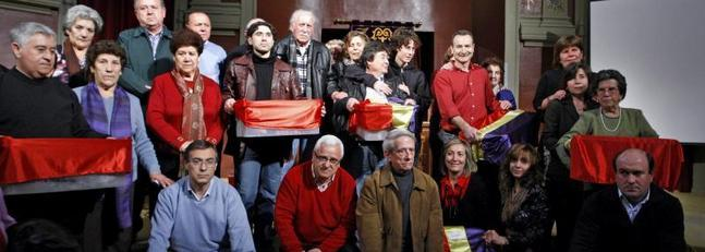 Quince familias recuperan los restos de presos franquistas
