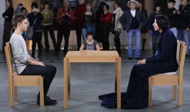 Marina Abramovic estará sentada más de 700 horas en el MoMA
