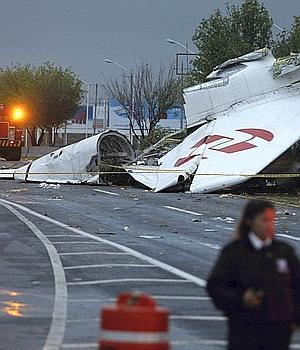 Seis muertos al estrellarse un avión en el aeropuerto mexicano de Monterrey