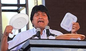 Evo Morales relaciona homosexualidad y calvicie con mala alimentación