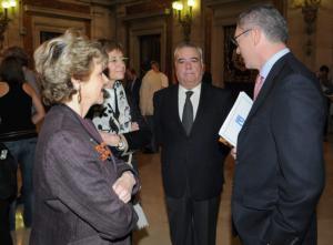 JAIME GARCÍA  De izquierda a derecha, la viuda de José Vidal-Beneyto, Soledad Luca de Tena, Francisco Giménez-Alemán y Alberto Ruiz-Gallardón