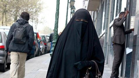 El TSJC permite que desde hoy se prohíba el «burka» en Lérida