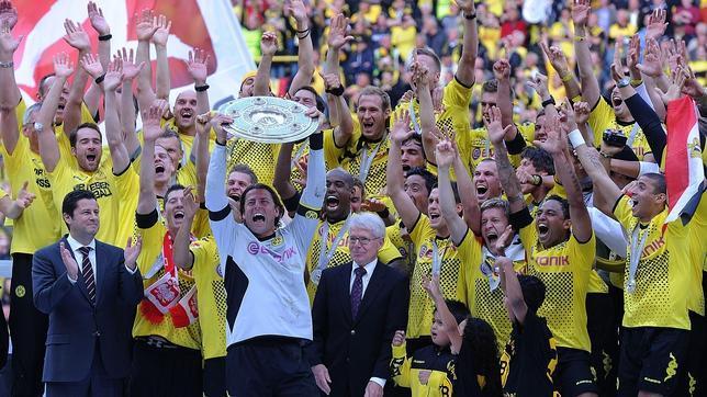 El campeón Dortmund envía al Eintracht al descenso