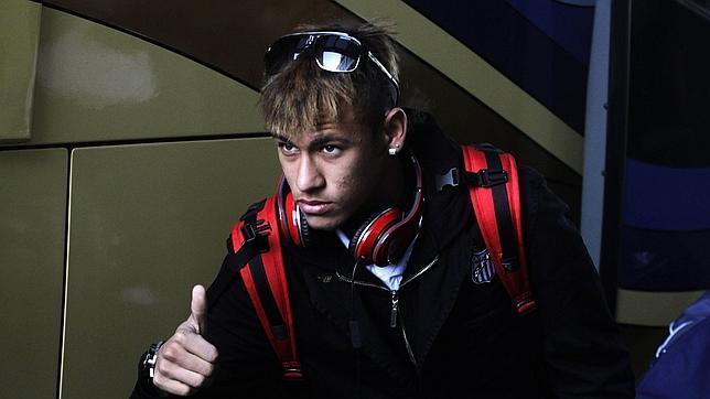 Neymar niega que esté negociando con el Real Madrid