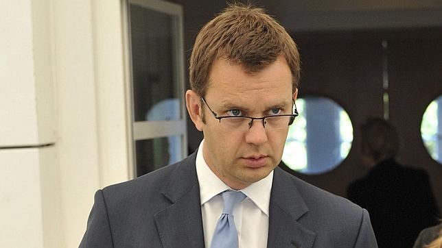 La Policía interroga al ex jefe de Prensa de Cameron