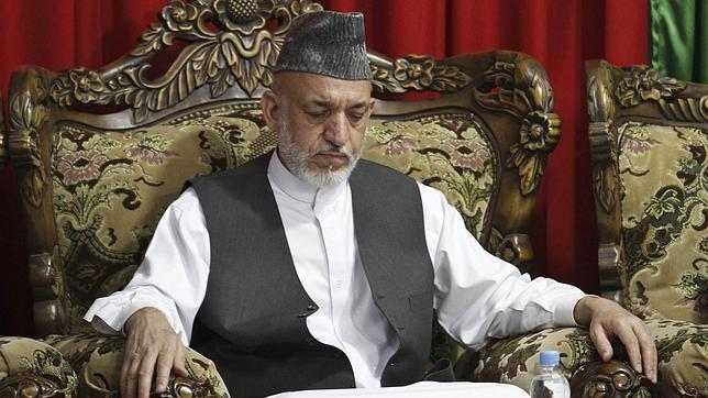 El gobernador de Helmad sale ileso de un atentado cuando se dirigía al funeral de del hermano de Karzai