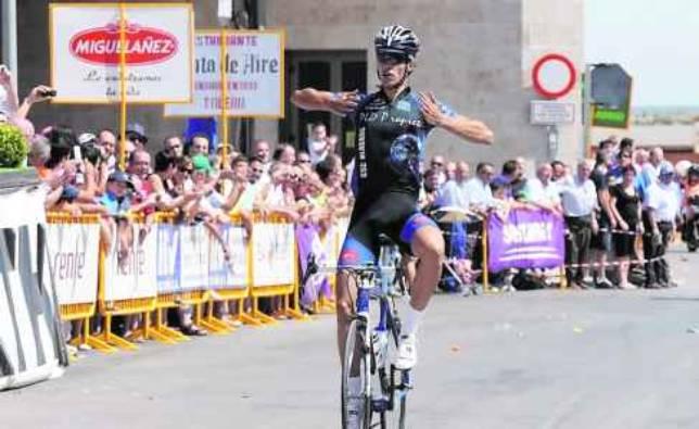 El francés Anthony Pérez gana la primera etapa en la meta de Noblejas