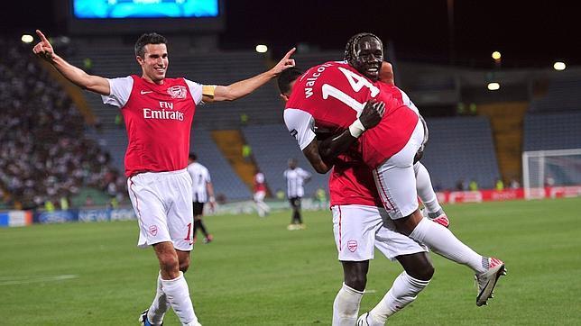El Arsenal supera al Udinese y se clasifica para la fase de grupos