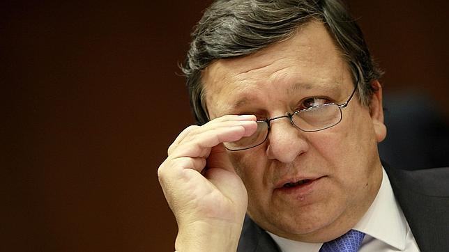 Barroso afirma que el conjunto de la UE debe ayudar a Grecia, no sólo la eurozona