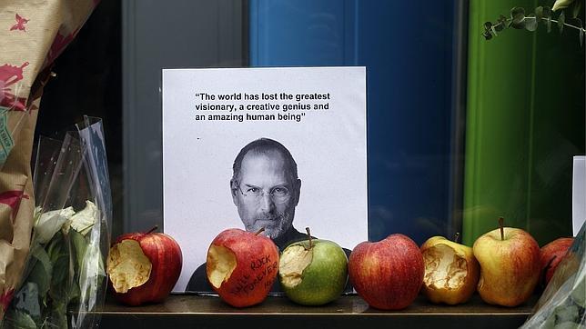 Steve Jobs quería crear un operador móvil de Apple